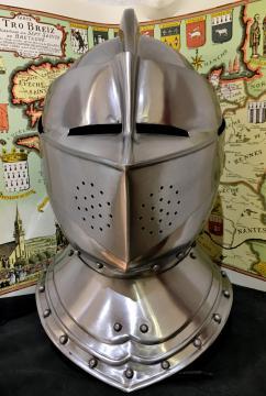 Casque armet anglais d'armure