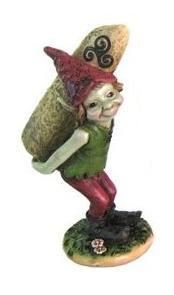 Elfe porteur menhir triskell avec bonnet rouge 65x55x125