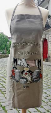 """Tablier humoristique breton Mam'Goz """"C'est toujours les mêmes qui bossent"""""""